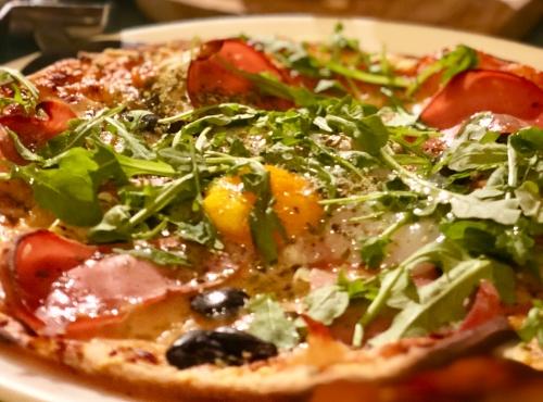 Pizza de mortadela trufada en Botania